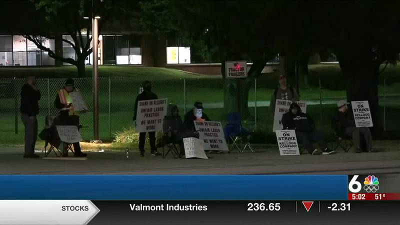 Kellogg's cereal plant strikers in Omaha