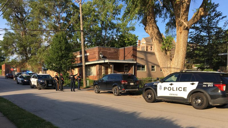 Officers respond to report of two armed men near 21st and Pacific streets.