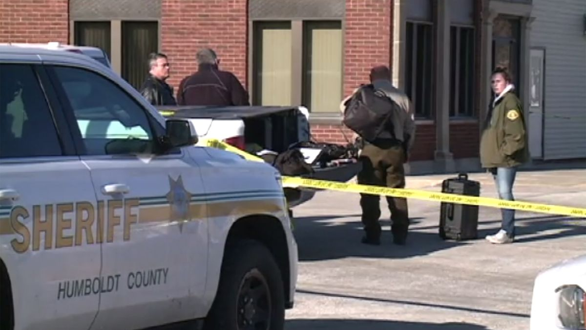 An employee of the only bank in Lu Verne, Iowa was shot to death by robbery suspect.