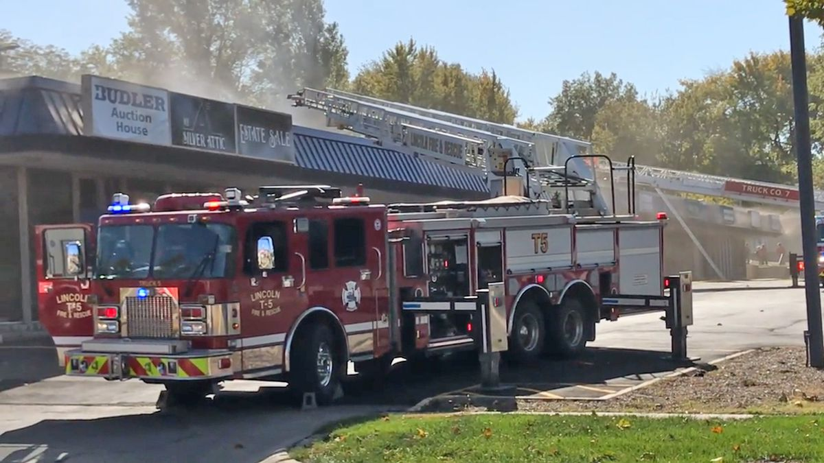 Fire damages part of Lincoln strip mall (1011 NOW Photo)