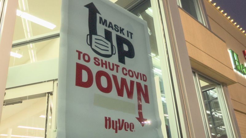 Hy-vee mask sign