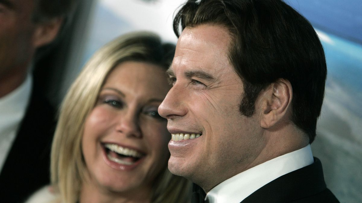 Olivia Newton-John, left, and John Travolta pose for photographs during arrivals to the  Australia.com Black Tie Gala, at Hollywood & Highland in Los Angeles,  Saturday, Jan. 19, 2008. (AP Photo/Ann Johansson)
