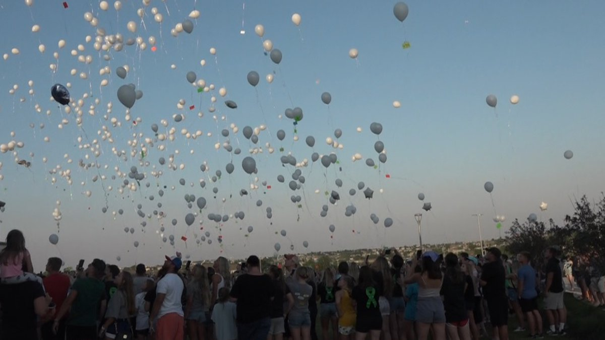 Greta community released balloons on the anniversary of a deadly crash
