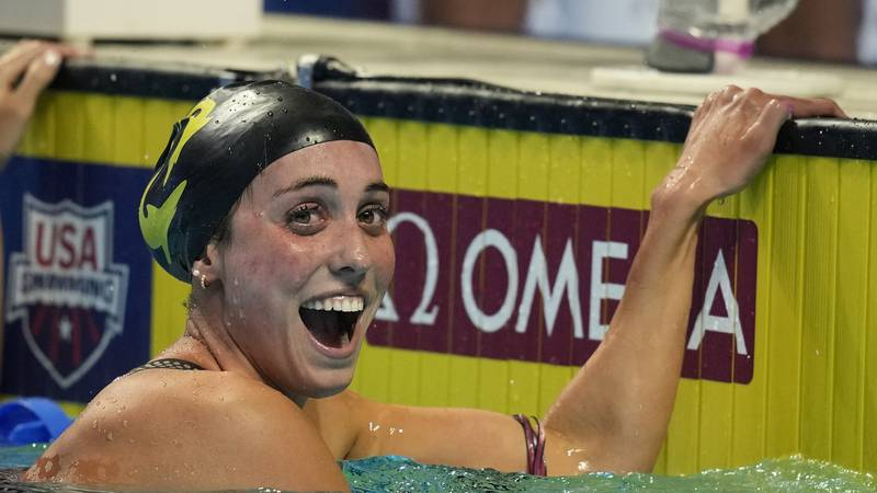 Emma Weyant reacts after winning the Women's 400 Individual Medley during wave 2 of the U.S....