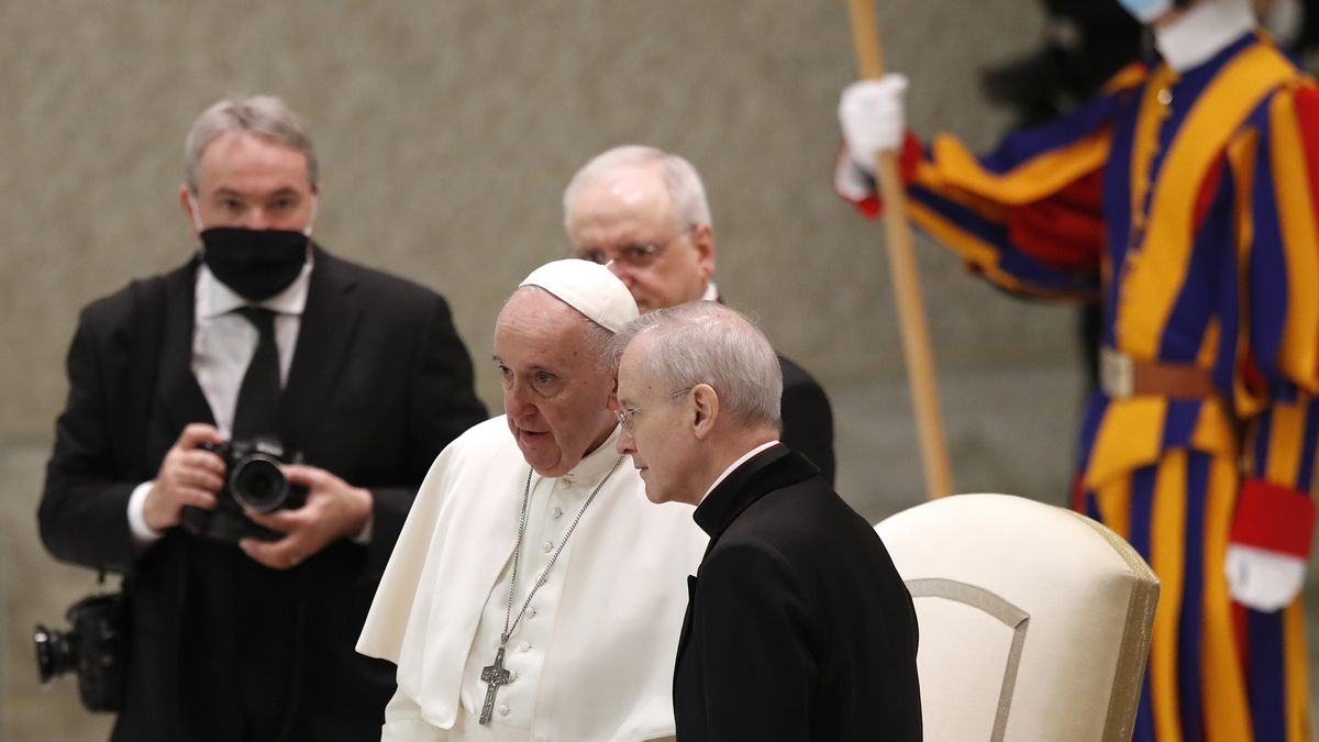 Pope Francis shares a word with Monsignor Luis Maria Rodrigo Ewart as he arrives in the Paul VI...